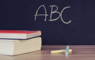 Napis-na-szkolnej-tablicy-kredowej
